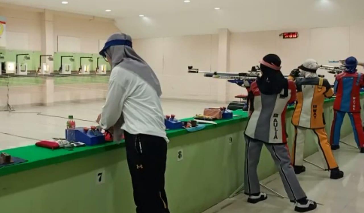 Patuhi Jaga Jarak, Atlet Menembak Tetap Latihan