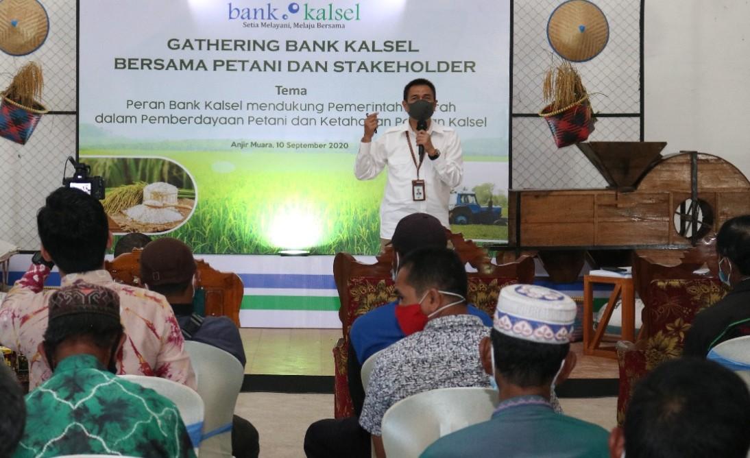 Tawarkan Solusi Keuangan ke Petani Anjir