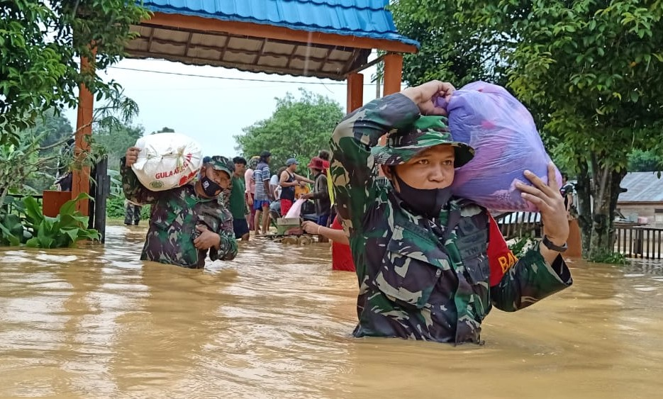 Kodim Rantau Bantu Penanganan Korban Banjir Barabai