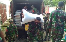 Kaltim Bantu 20 Ton Beras ke Terdampak Banjir HST