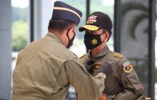 Kapolri Terima Penghargaan dari TNI AL