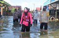 Polres Tala-Bhayangkari Bantu Kebutuhan Pokok Terdampak Banjir Kurau-Bumi Makmur
