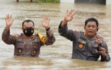 Polda Kalsel Bantu Korban Banjir Matraman