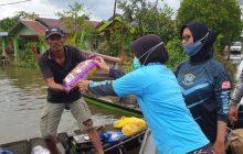 Dansatgas SAR TNI AL dan Kowal Sisir Sungai Distribusikan Logistik