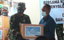 Sembari Salurkan Sembako, Danrem AntasariSosialisasikan 4M