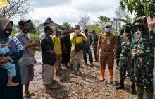 Danrem Bagikan Sembako di Desa Lok Rawa Mandastana