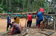 Tagana Rehab Jembatan Gantung Balai Adat Miulan