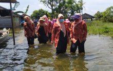 Dharma Wanita Bantu Korban Banjir Desa Kali Besar