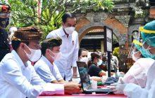 Jokowi Tinjau Vaksinasi Massal di Gianyar