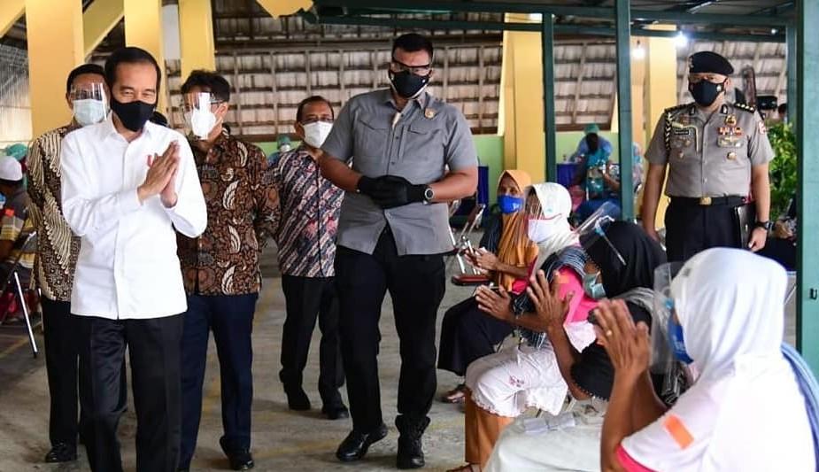 Jokowi Tinjau Vaksinasi di Beringharjo