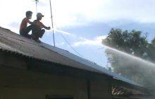 Rumah Terbakar, Pemilik Tinggal Selembar di Badan