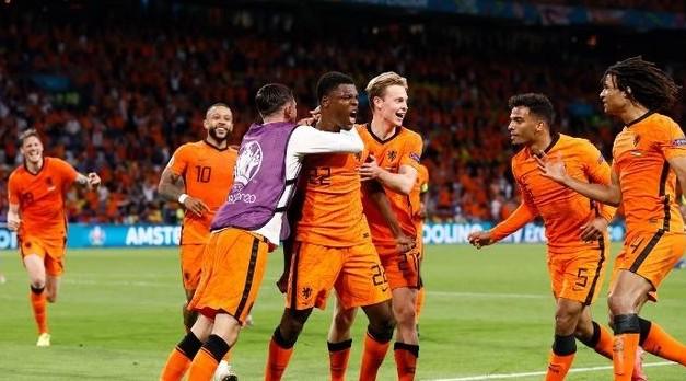 Italia, Belgia dan Belanda Kunci Tiket ke-16 Besar Euro