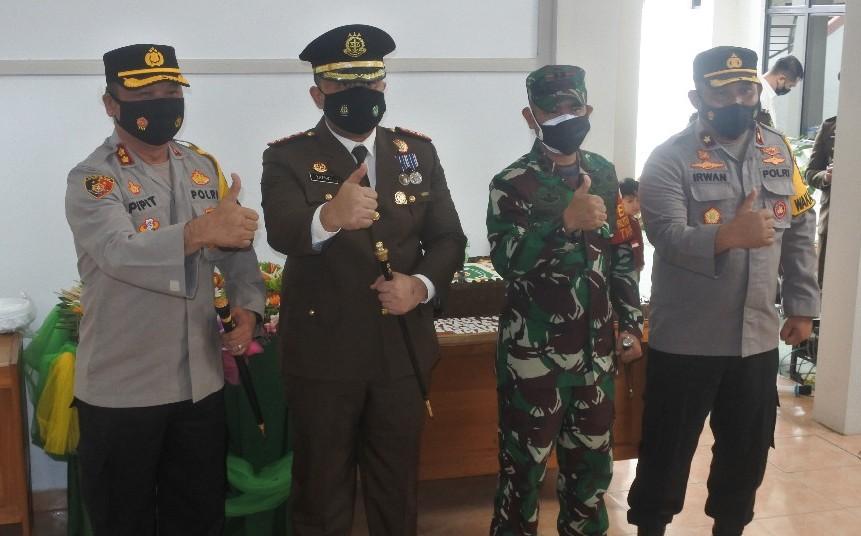 TNI-Polri Beri Kejutan ke Kejari Tapin