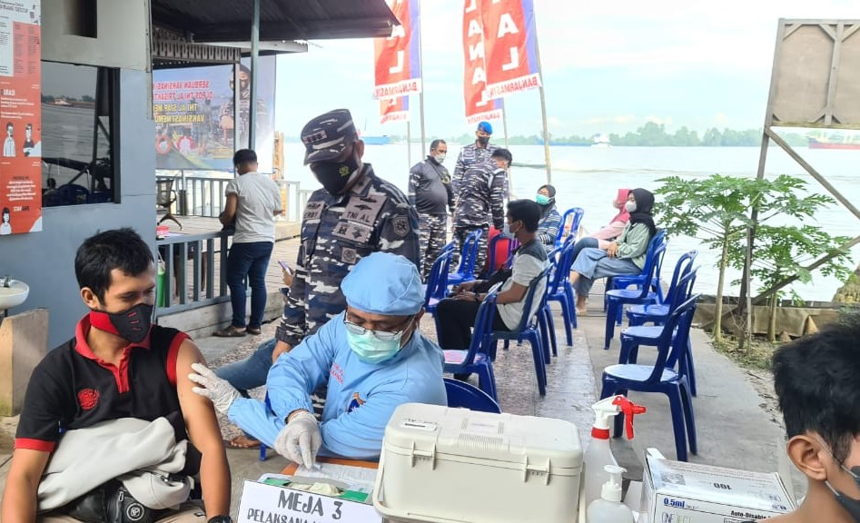 Pos TNI-AL Trisakti Layani Vaksinasi Masyarakat Maritim