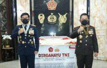 Ikut Bahagia, Kapolri Beri Kejutan ke Panglima TNI
