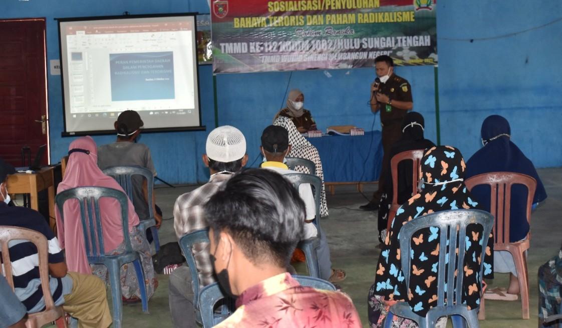 Satgas TMMD 112Sosialisasi Bahaya Radikalisme dan Terorisme